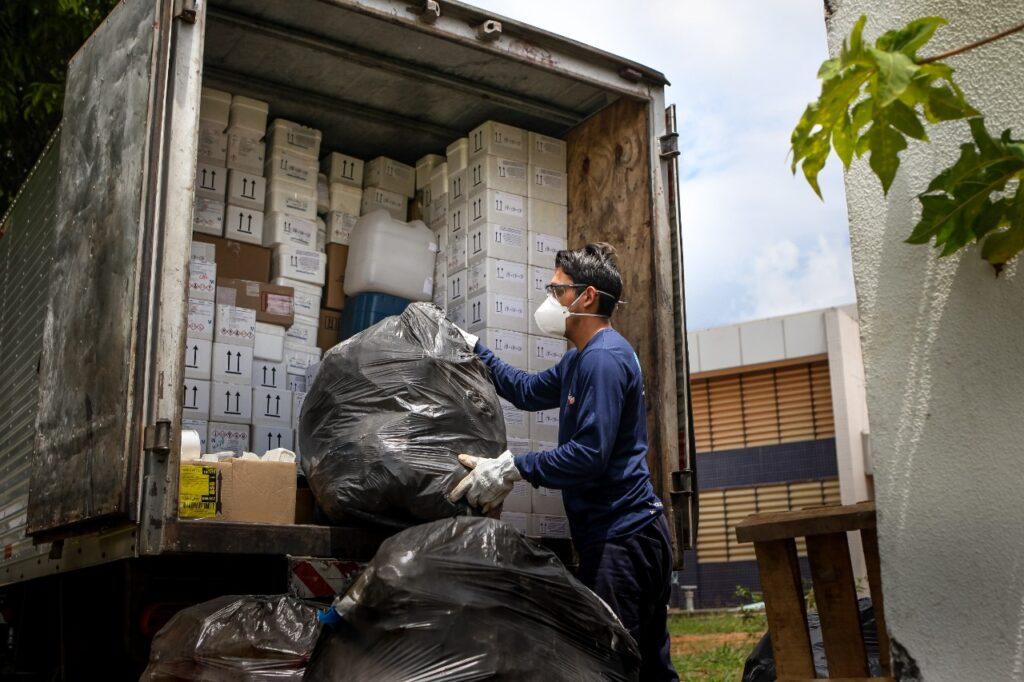 Caesb realiza coleta de resíduos especiais para fazer destinação correta