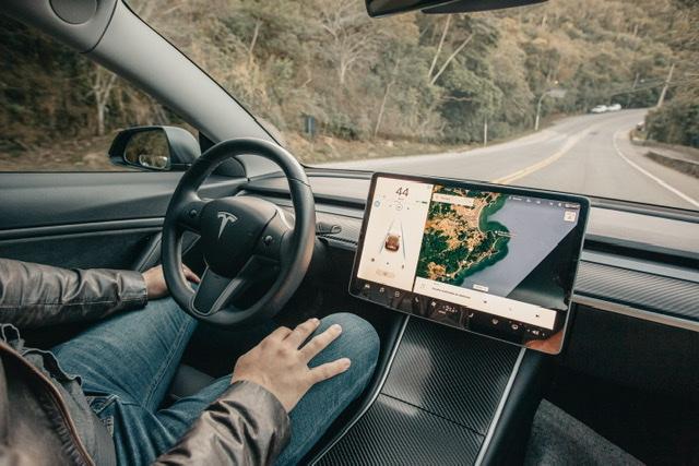 Como é ter um Tesla no Brasil?