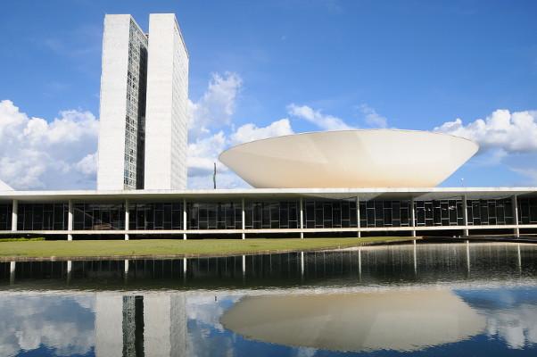 Oposição quer apoio do PSOL nas eleições para a Câmara Federal.